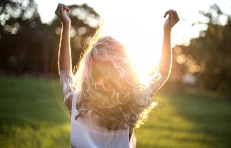 blonde-hair-blurred-background-dress-852793-900x600